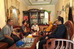 Wakil Ketua PA Sei Rampah Jenguk Pegawai PPNPN yang Mengalami Insiden Kecelakaan Lalu Lintas